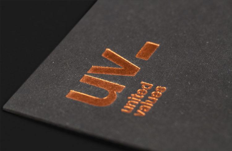 United Values Corporate Design, Visitenkarten Gestaltung, geschäftsausstetung, Webdesign, Powerpoint Gestaltungsvorlagen und Imagebroschüre by wesentlich.